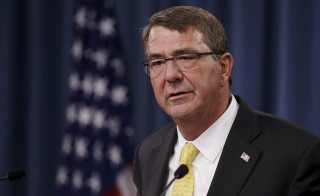 U.S. Defense Secretary Ash Carter holds a news conference at the Pentagon in Arlington, Virginia August 20, 2015.  REUTERS/Jonathan Ernst - RTX1OZ87