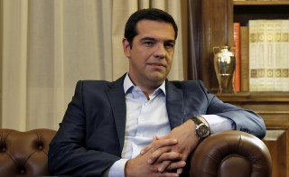 Greek Prime Minister Alexis Tsipras is received by Greece's President Prokopis Pavlopoulios (unseen) in Athens, Greece, August 20, 2015. Tsipras resigned on Thursday, hoping to strengthen his hold on power in snap elections after seven months in office in which he fought Greece's creditors for a better bailout deal but had to cave in.   REUTERS/Alkis Konstantinidis - RTX1OZMD
