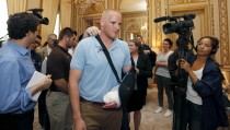 U.S Airman First Class Spencer Stone arrives surrounded by journalists to attend a ceremony at the U.S. Embassy as U.S. ambassador to France Jane Hartley presents him, student Anthony Sadler and National Guardsman Alek Skarlatos in Paris, France, August 23, 2015.  The three men helped overpower a Kalashnikov-toting attacker on a high speed train heading for Paris from Amsterdam on Friday.   REUTERS/Regis Duvignau - RTX1PBYP