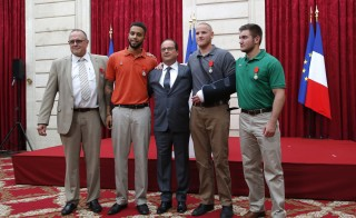 French President Francois Hollande (C) poses with British businessman Chris Norman (L), U.S. student Anthony Sadler (2ndL), U.S. Airman First Class Spencer Stone (2ndR) and U.S. National Guardsman Alek Skarlatos (R) during a ceremony at the Elysee Palace in Paris, France, August 24, 2015. French President Francois Hollande awarded France's highest honour, the Legion d'honneur, to three U.S. citizens and a Briton who helped disarm a machine gun-toting attacker on a Thalys train last week. Photo by Michel Euler/Pool