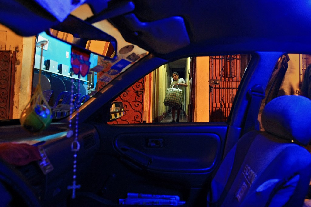 After being suddenly evicted from her room, Tamara moves her belongings into a friend's taxi who will drive her a few blocks away to another home where many trans women live. For many trans women, having to quickly leave where they live is a common occurrence for reasons such as the inability to pay rent, being caught with drugs or alcohol in their rooms or simply because they choose to move instead of paying their incurred debts.
