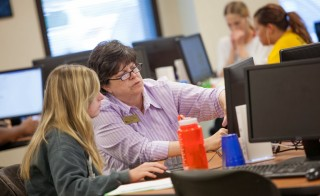 A student and instructor work in the Learning Commons at Volunteer State Community College in Gallitin, Tennessee, where students take learning support classes that have replaced remedial courses on the campus. Photo courtesy of Volunteer State Community College.