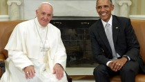 WASHINGTON, DC - SEPTEMBER 23:  (L-R) Pope Francis and U.S. President Barack Obama talk in the Oval Office during the arrival ceremony at the White House on September 23, 2015 in Washington, DC. The Pope begins his first trip to the United States at the White House followed by a visit to St. Matthew's Cathedral, and will then hold a Mass on the grounds of the Basilica of the National Shrine of the Immaculate Conception.  (Photo by Alex Wong/Getty Images)