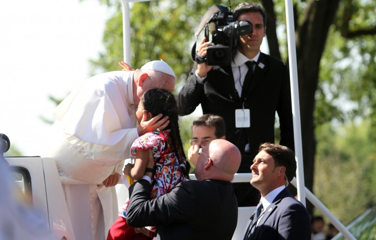 Pope Francis takes care with a little girl, named Sophie, after she broke security measures and ran towards him during a parade in Washington D.C., United States on Sept. 23, 2015. Photo by Esra Kaymak/Anadolu Agency/Getty Images