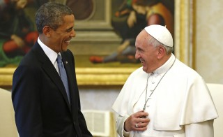 U.S. President Barack Obama laughs with Pope Francis during their meeting at the Vatican March 27, 2014. Obama highlighted growing gaps between rich and poor ahead of his first meeting on Thursday with Pope Francis, an event that was expected to focus on the fight against poverty and skirt moral controversies over abortion and gay rights. REUTERS/Kevin Lamarque  (VATICAN - Tags: POLITICS RELIGION) - RTR3ITKQ