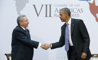 U.S. President Barack Obama shakes hands with Cuba's President Raul Castro as they hold a bilateral meeting during the Summit of the Americas in Panama City April 11, 2015. Obama and Castro shook hands on Friday at the summit, a symbolically charged gesture as the pair seek to restore ties between the Cold War foes. REUTERS/Jonathan Ernst      TPX IMAGES OF THE DAY      - RTR4WXYR