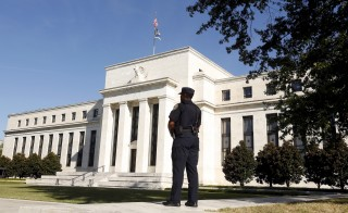 A Federal Reserve police officer keeps watch while posted outside the Federal Reserve headquarters in Washington September 16, 2015. The Federal Reserve, facing this week its biggest policy decision yet under Chair Janet Yellen, puts its credibility on the line regardless of whether it waits or raises interest rates for the first time in nearly a decade.       REUTERS/Kevin Lamarque  - RTS1E4W