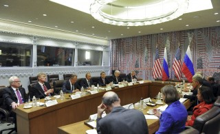 Russia and U.S. delegations, led by Presidents Vladimir Putin and Barack Obama, attend a meeting on the sidelines of the United Nations General Assembly in New York, September 28, 2015. U.S. President Obama and Russian President Putin agreed on Monday to direct their militaries to hold talks to avoid conflict over potential operations in Syria, a U.S. official said. Picture taken September 28, 2015. REUTERS/Mikhail Klimentyev/RIA Novosti/Kremlin ATTENTION EDITORS - THIS IMAGE HAS BEEN SUPPLIED BY A THIRD PARTY. IT IS DISTRIBUTED, EXACTLY AS RECEIVED BY REUTERS, AS A SERVICE TO CLIENTS.   - RTS26EL