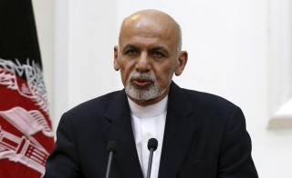 Afghanistan's President Ashraf Ghani speaks during a news conference in Kabul, Afghanistan September 29, 2015. Afghan forces backed by U.S. air support battled Taliban fighters for control of the northern city of Kunduz on Tuesday, after the militants seized a provincial capital for the first time since their ouster 14 years ago. REUTERS/Mohammad Ismail  - RTS28F7