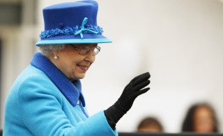 Britain's Queen Elizabeth waves as she arrives to officially open the Scottish Borders Railway at Tweedbank Station in Scotland, Britain September 9, 2015. Queen Elizabeth who ascended the throne aged just 25 as her exhausted country struggled to recover from the ravages of World War Two, made history on Wednesday when she became Britain's longest-reigning monarch. REUTERS/Phil Noble - RTSAPQ