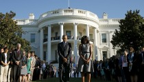 U.S. President Barack Obama and first lady Michelle Obama observe a moment of silence on the South Lawn of the White House to mark the 14th anniversary of the 9/11 attacks, in Washington September 11, 2015. Relatives of the nearly 3,000 people killed in the Sept. 11, 2001, attacks are due to gather in New York, Pennsylvania and outside Washington on Friday to mark the 14th anniversary of the hijacked airliner strikes carried out by al Qaeda militants. REUTERS/Kevin Lamarque - RTSMMU