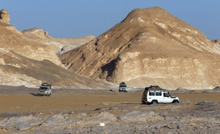 "Four-wheel drive cars cross the Egyptian western desert and the Bahariya Oasis, southwest of Cairo in this picture taken May 15, 2015. Egyptian security forces killed 12 Mexicans and Egyptians and injured 10 ""by accident"" on Monday, mistaking a tourist convoy for militants they were chasing in the country's western desert, the ministry of interior said. Picture taken May 15, 2015. REUTERS/Amr Abdallah Dalsh - RTSYLJ"