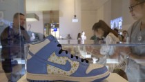 """A Nike Supreme Dunk High Pro SB is displayed during """"The Rise of the Sneaker Culture"""" exhibit at the Brooklyn Museum in the Brooklyn borough of New York, July 8, 2015. REUTERS/Brendan McDermid   - RTX1JMDE"""
