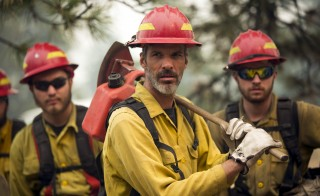 Members of a handcrew prepare to head out during the Okanogan Complex Fire near Tonasket, Washington, August 22, 2015. Firefighters battling a group of fierce wildfires in central Washington state labored on Saturday to expand containment lines outside the lakeside resort town of Chelan, as large blazes scorched dry land in other parts of the U.S. West. The continuing fight against a complex of fires near the town of Chelan came a day after President Barack Obama signed a federal declaration of emergency for Washington state to coordinate relief efforts in 11 counties and several Indian reservations hard hit by wildfires. REUTERS/Jason Redmond      TPX IMAGES OF THE DAY      - RTX1P8UU