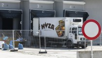 A truck in which 71 dead migrants were found is parked at a customs building with refrigeration facilities in the village of Nickelsdorf, Austria, August 31, 2015. Austrian authorities toughened controls along the country's eastern borders on Monday, stopping hundreds of refugees and arresting five traffickers in a clampdown that followed last week's gruesome discovery of 71 dead migrants in a truck.    REUTERS/Heinz-Peter Bader  - RTX1QEEH