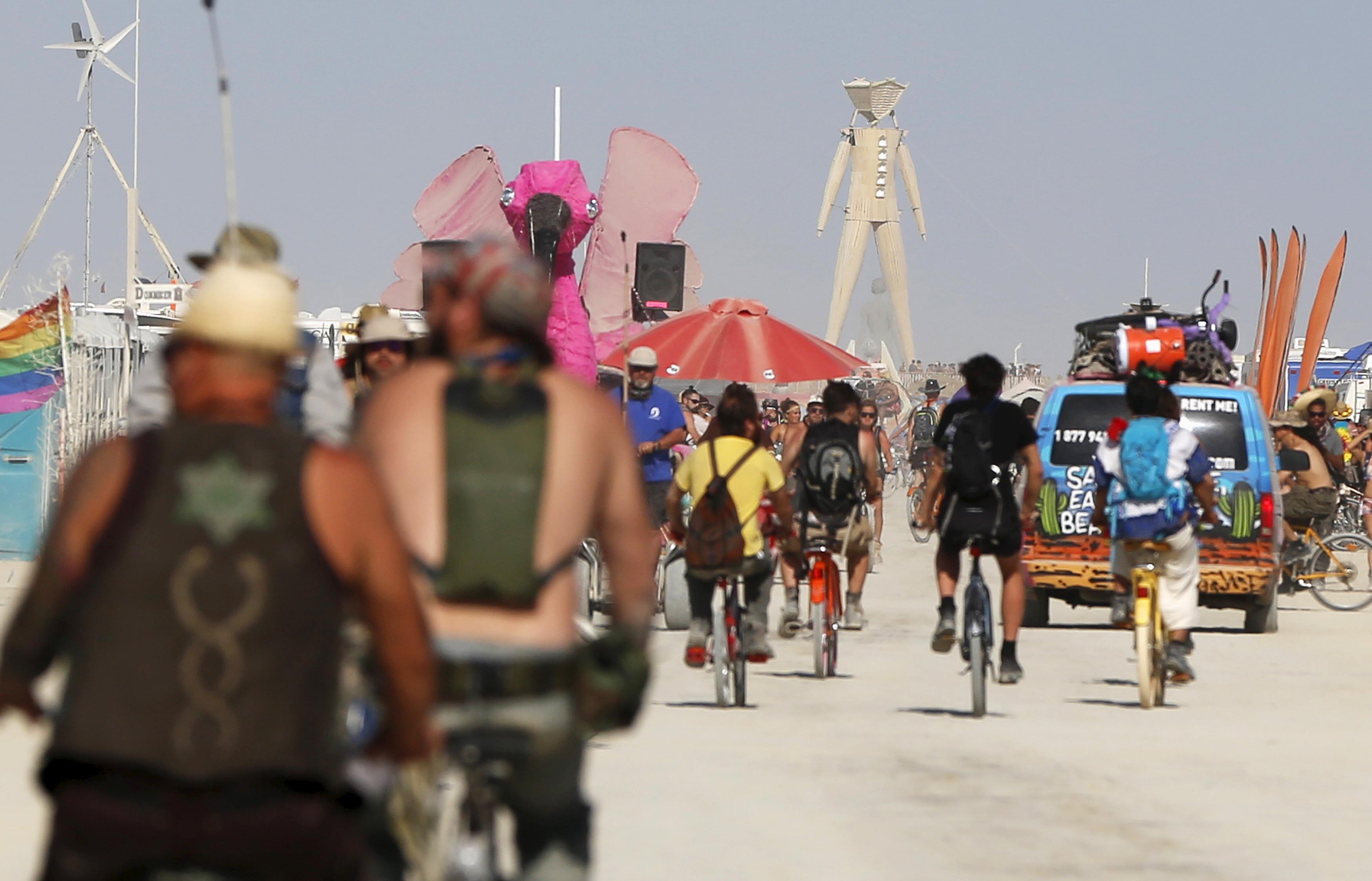 Photos Biking Do S And Don Ts At The Burning Man Festival Pbs
