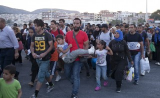 Refugees and migrants prepare to board a passenger ship heading to the port of Piraeus, at the port of Mytilene on the Greek island of Lesbos, September 4, 2015. European Union officials are preparing to push EU governments to take in many more asylum-seekers from pressured frontier states, including Hungary, and seeking to overcome resistance to a quota system in eastern Europe. REUTERS/Dimitris Michalakis - RTX1R5NW