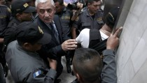 """Former President Otto Perez leaves after a hearing at the Supreme Court of Justice in Guatemala City, Guatemala September 4, 2015. Fighting graft accusations, Perez said on Friday he could have made """"10 or 15 times"""" the money he is accused of stealing if he had taken bribes offered by powerful Mexican drug lord Joaquin """"El Chapo"""" Guzman. REUTERS/Jose Cabezas - RTX1R6FM"""