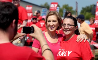 U.S. Republican presidential candidate Carly Fiorina poses for a photo with supporters before the start of the Milford Labor Day Parade in Milford, New Hampshire September 7, 2015.   REUTERS/Mary Schwalm - RTX1RJBI
