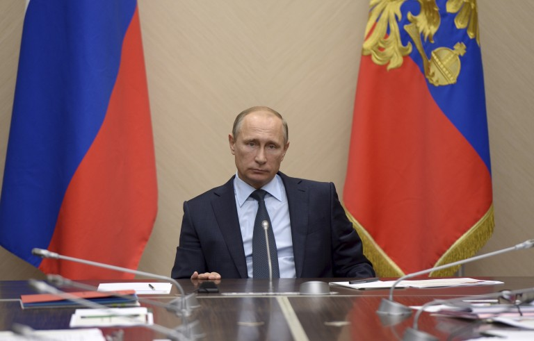 """Russian President Vladimir Putin chairs a meeting on budget planning for 2016 at the Novo-Ogaryovo state residence outside Moscow, Russia, September 22, 2015. Putin said on Tuesday the situation in the Russian economy was """"difficult but not critical"""". REUTERS/Alexei Nikolsky/RIA Novosti/Kremlin ATTENTION EDITORS - THIS IMAGE HAS BEEN SUPPLIED BY A THIRD PARTY. IT IS DISTRIBUTED, EXACTLY AS RECEIVED BY REUTERS, AS A SERVICE TO CLIENTS. - RTX1RVI6"""