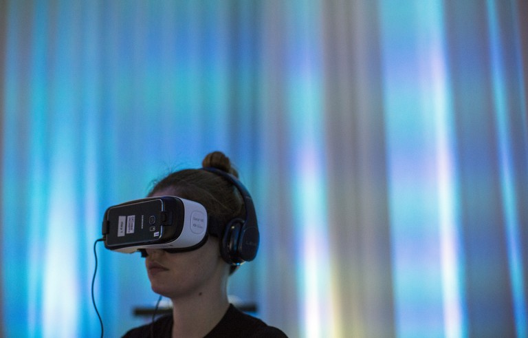 """A person uses Gear VR virtual reality headsets during a preview session in Hollywood, California September 24, 2015. Oculus and Samsung Electronics unveiled a new version of Gear VR virtual reality headset for $99, half the price of the previous """"Innovator Edition"""", and said the product would be available in the United States in time for Black Friday and globally shortly after.  REUTERS/Mario Anzuoni - RTX1SCYV"""