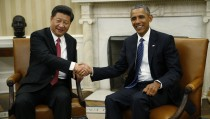 U.S. President Barack Obama (R) greets Chinese President Xi Jinping in the Oval Office of the White House in Washington September 25, 2015. REUTERS/Kevin Lamarque - RTX1SGZZ