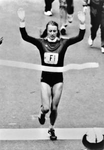 Grete Waitz of Norway crosses the finish line of the 1980 New York city Marathon, on October 26, 1980 and won the 11st annual running of the event for the women's division.        (Photo credit should read -/AFP/GettyImages)