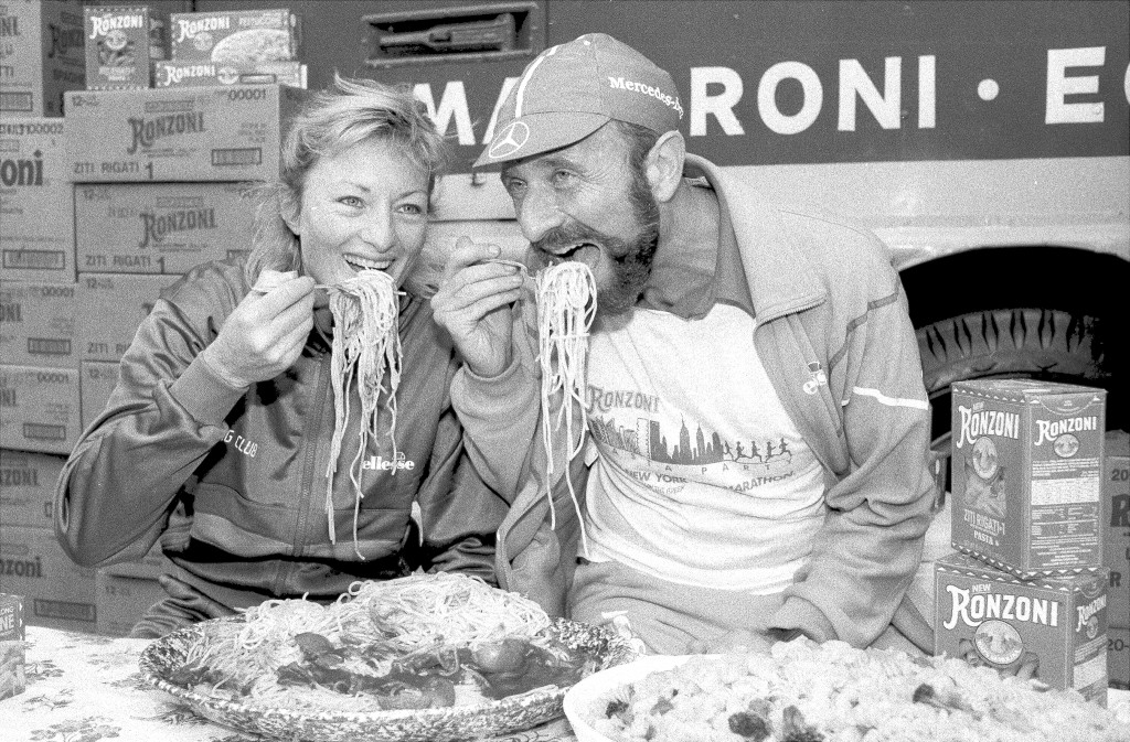 Allison Roe and Fred Lebow of the Roadrunners Club carbo load before the 1982 marathon. Photo by Dan Cronin/NY Daily News Archive via Getty Images.