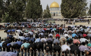 "The Dome of the Rock is seen in the background as Palestinian men take part in Friday prayers on the compound known to Muslims as Noble Sanctuary and to Jews as Temple Mount in Jerusalem's Old City October 23, 2015. Palestinian factions called for mass rallies against Israel in the occupied West Bank and East Jerusalem in a ""day of rage"" on Friday, as world and regional powers pressed on with talks to try to end more than three weeks of bloodshed. Israeli authorities also lifted restrictions on Friday that had banned men aged under 40 from using the flashpoint al-Aqsa mosque compound in Jerusalem's Old City - a move seen as a bid to ease Muslim anger. REUTERS/Ammar Awad  - RTS5T92"