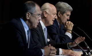 Russian Foreign Minister Sergei Lavrov (L) and US Secretary of State John Kerry (R) listen while UN Special Envoy for Syria Staffan de Mistura (C) speaks during a news conference at the Grand Hotel in Vienna, October 30, 2015. U.S. Secretary of State Kerry said on Friday he hoped progress could be made at international talks in Vienna aimed at finding a political solution to Syria's four-year-old civil war but it would be very difficult. REUTERS/Brendan Smialowski/Pool - RTX1U17Z
