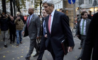 U.S. Secretary of State John Kerry walks to a meeting with his Iranian counterpart Javad Zarif (not pictured) in Vienna, Austria, October 29, 2015. Picture taken October 29, 2015. REUTERS/Brendan Smialowski/Pool - RTX1U1AB