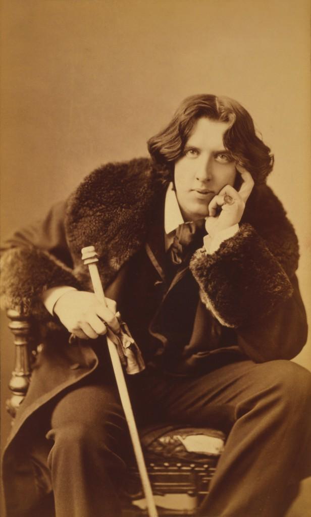Oscar Wilde in his favorite coat. New York, 1882. Photo taken by Napoleon Sarony (1821-1896)