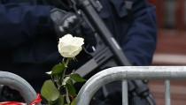 A policeman stands guard outside the scene of a shooting the morning after a series of deadly attacks in Paris , November 14, 2015.      REUTERS/Benoit Tessier - RTS70XE