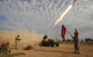 Shi'ite fighters launch a rocket during clashes with Islamic State militants on the outskirts of al-Alam March 8, 2015. Iraqi security forces and Shi?ite militia fighting the Islamic State took control of the center of a town on the southern outskirts of Saddam Hussein's home city Tikrit on Sunday, security officials said.  REUTERS/Thaier Al-Sudani (IRAQ - Tags: CIVIL UNREST CONFLICT TPX IMAGES OF THE DAY) - RTR4SJ5R