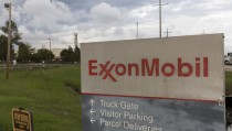 A sign is seen at the entrance of the Exxonmobil Port Allen Lubricants Plant in Port Allen, Louisiana, November 6, 2015. A near century-old statute that gives New York state prosecutors unusually broad authority to prosecute securities fraud could prove a powerful weapon as Attorney General Eric Schneiderman probes Exxon Mobil Corp over whether the oil firm misled the public and shareholders about the perils of climate change. REUTERS/Lee Celano - RTS5VTS