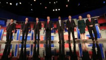 Republican U.S. presidential candidates (L-R) Governor John Kasich, former Governor Jeb Bush, U.S. Senator Marco Rubio, businessman Donald Trump, Dr. Ben Carson, U.S. Senator Ted Cruz,  former HP CEO Carly Fiorina and U.S. Rep. Rand Paul pose during a photo opportunity before the debate held by Fox Business Network for the top 2016 U.S. Republican presidential candidates in Milwaukee, Wisconsin, November 10, 2015. REUTERS/Darren Hauck - RTS6E7B
