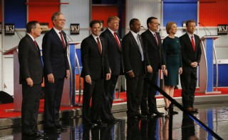 Republican U.S. presidential candidates (L-R) Governor John Kasich, former Governor Jeb Bush, U.S. Senator Marco Rubio, businessman Donald Trump, Dr. Ben Carson, U.S. Senator Ted Cruz,  former HP CEO Carly Fiorina and U.S. Rep. Rand Paul pose during a photo opportunity before the debate held by Fox Business Network for the top 2016 U.S. Republican presidential candidates in Milwaukee, Wisconsin, November 10, 2015.  REUTERS/Jim Young  - RTS6E80