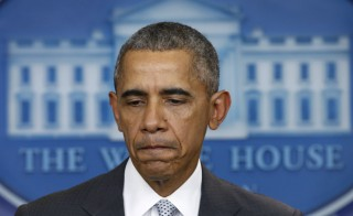 U.S. President Barack Obama delivers a statement after he was briefed on attacks in Paris that killed at least 30 people, at the White House in Washington November 13, 2015.  REUTERS/Kevin Lamarque  - RTS6W64