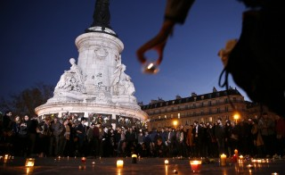A candle is placed during a vigil in Place de la Republique following the series of deadly attacks in Paris, November 15, 2015.    REUTERS/Benoit Tessier - RTS76Z8