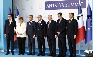 European Union leaders observe a minute of silence in memory of the victims of Paris attacks, at the Group of 20 (G20) leaders summit in the Mediterranean resort city of Antalya, Turkey, November 16, 2015. The leaders are (L-R) Spanish Prime Minister Mariano Rajoy, German Chancellor Angela Merkel, President of the European Council Donald Tusk, French Foreign Minister Laurent Fabius, European Commission President Jean-Claude Juncker, British Prime Minister David Cameron and Italian Prime Minister Matteo Renzi. Photo by Fatih Aktas/Pool/via Reuters