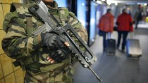 A French soldier patrols in the train station in Nantes, France, November 16, 2015 as security increases after last Friday's series of deadly attacks in Paris.   REUTERS/Stephane Mahe - RTS7EBA