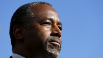 Republican presidential candidate Ben Carson pauses as he speaks to the media following a fundraising luncheon in La Jolla, California  November 17, 2015.   REUTERS/Mike Blake - RTS7NA6