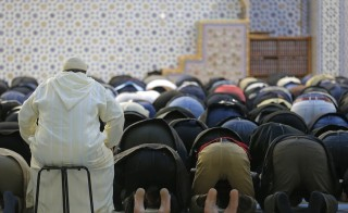 Members of the Muslim community attend the Friday prayer at Strasbourg Grand Mosque, France, November 20, 2015, one week after the deadly attacks in Paris. REUTERS/Vincent Kessler - RTS845M