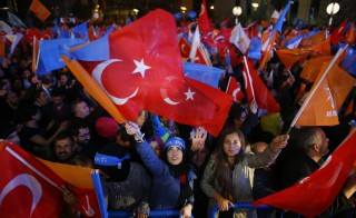 Women wave flags outside the AK Party headquarters in Ankara, Turkey November 1, 2015. Turkish Prime Minister Ahmet Davutoglu described the outcome of a general election which swept his AK Party back to a parliamentary majority on Sunday as a victory for democracy.  REUTERS/Umit Bektas  - RTX1UA2L