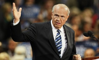 Former U.S. Sen. Fred Thompson of Tennessee speaks at the 2008 Republican National Convention in St. Paul, Minnesota, in this September 2, 2008 file photo.  Thompson, a former U.S. Senator and Republican presidential candidate, as well as a film and television actor, has died at age 73, the Nashville Tennessean reporter November 1, 2015. REUTERS/Rick Wilking/Files - RTX1UAZV
