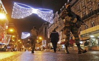 "Belgian soldiers and police patrol in central Brussels on November 22, 2015, after security was tightened in Belgium following the fatal attacks in Paris. Belgium will keep the highest threat level for Brussels on Monday and will keep the metro as well as schools closed because of a ""serious and imminent"" threat of coordinated, multiple attacks, the country's prime minister said.  REUTERS/Yves Herman      TPX IMAGES OF THE DAY      - RTX1VB0Q"