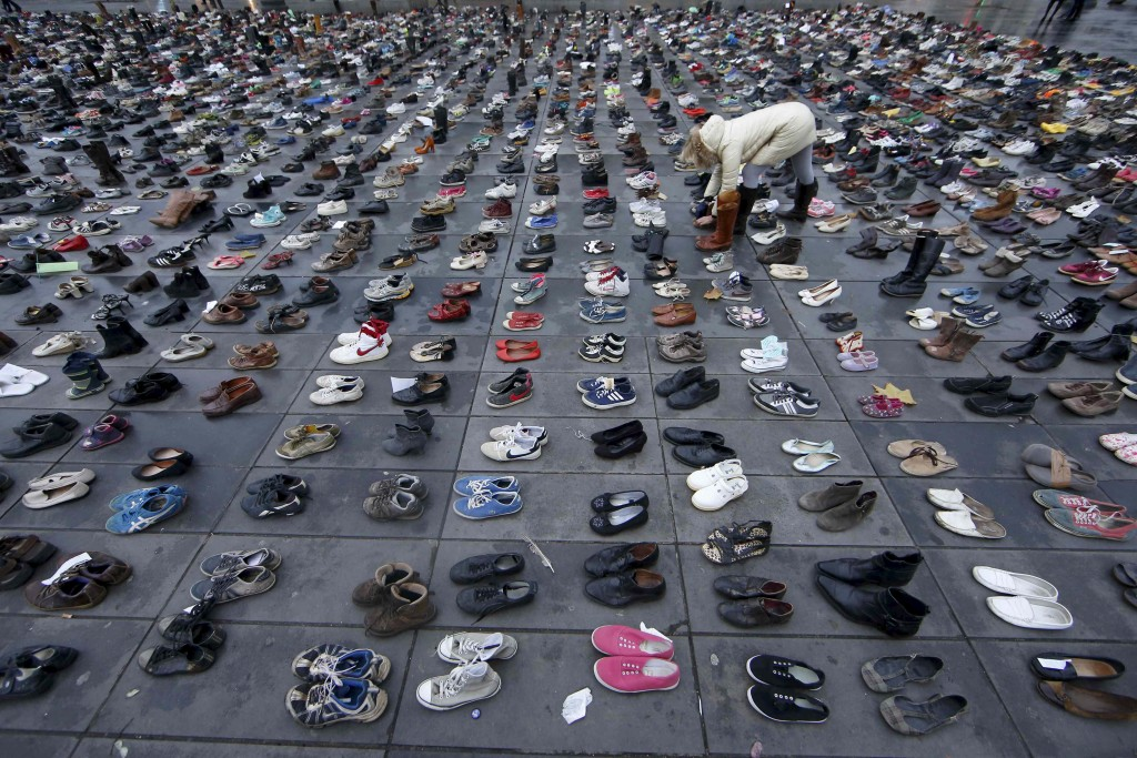 Pairs of shoes are symbolically placed on the Place de la Republique, after the cancellation of a planned climate march following shootings in the French capital, ahead of the World Climate Change Conference 2015 (COP21), in Paris, France, November 29, 2015.  REUTERS/Eric Gaillard         TPX IMAGES OF THE DAY      - RTX1WCMR