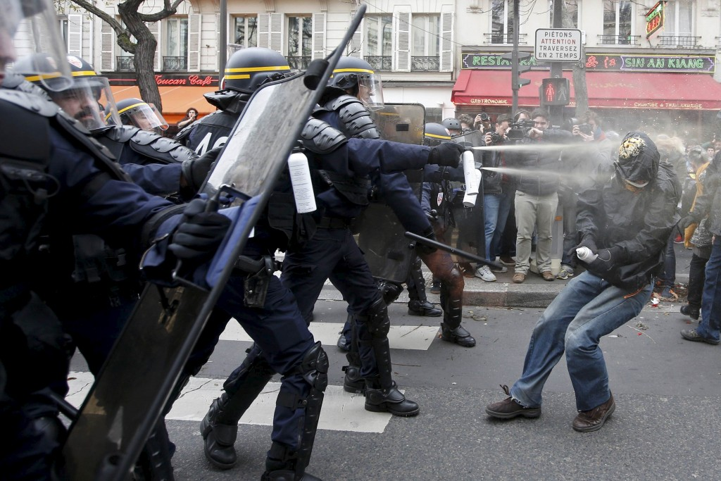 Demonstrators clash with CRS riot policemen near the Place de la Republique after the cancellation of a planned climate march following shootings in the French capital, ahead of the World Climate Change Conference 2015 (COP21), in Paris, France, November 29, 2015.            REUTERS/Eric Gaillard      TPX IMAGES OF THE DAY      - RTX1WCMS