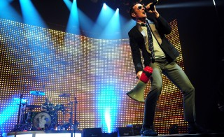 HOLLYWOOD, FL - OCTOBER 12: Singer Scott Weiland of Stone Temple Pilots  performs at Hard Rock Live! in the Seminole Hard Rock Hotel & Casino on October 12, 2010 in Hollywood, Florida.  (Photo by Gustavo Caballero/Getty Images)