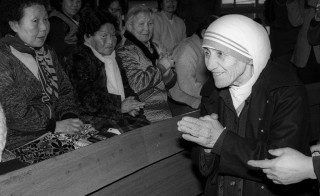 Mother Teresa is welcomed by aged women lepers on arriving at St. Lazarus Leprosy Village's church in Shinhung, Korea on Jan. 27, 1985. Photo by Tony Chung/Reuters